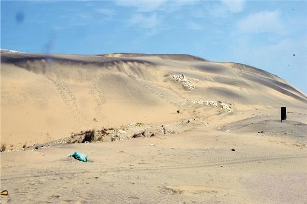 «الرمال السوداء».. الكنز المنسي