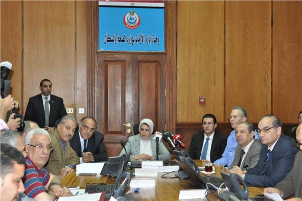 وزيرة الصحة تتابع تأمين احتفالات 30 يونيو داخل غرفة الأزمات
