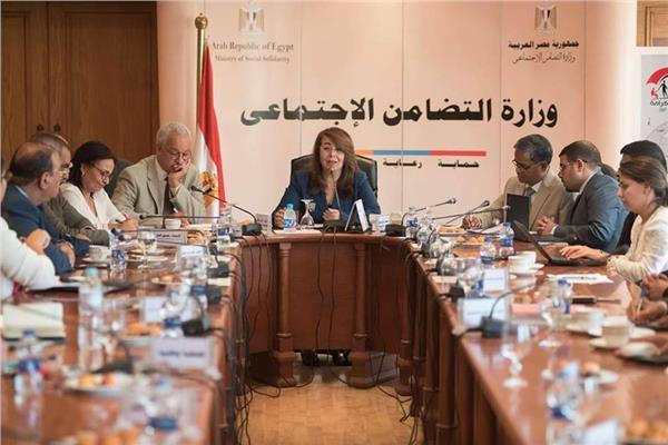 وزيرة التضامن تعقد اجتماعا لوضع نظام ترخيص لعمل الأخصائيين الاجتماعيين
