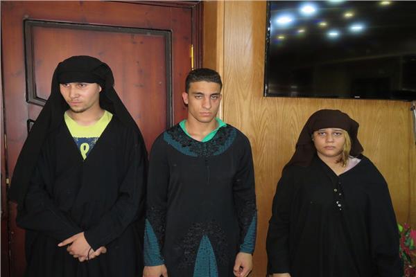 ضبط ٣ أشخاص بينهم سيدة متنكرين في نقاب بغرض السرقة بالإسماعيلية