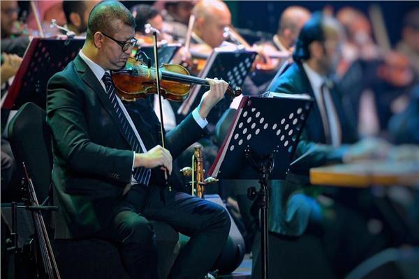 فيديو| محمود سرور يشعل دار الأوبرا بعزف «ليالينا» على الربابة