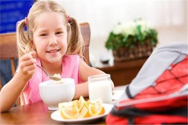 تعرفي على أهمية تناول طفلك وجبة الإفطار