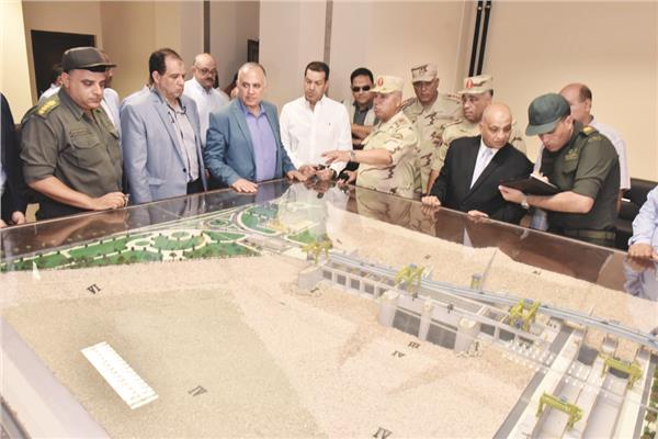 د. محمد عبد العاطى واللواء كامل الوزير يستعرضان المشروع قبل افتتاحه رسميا