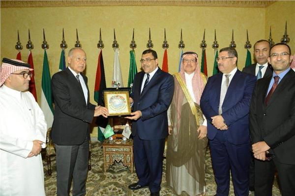 الجامعة العربية تشيد بأداء مصر للطيران بجدة