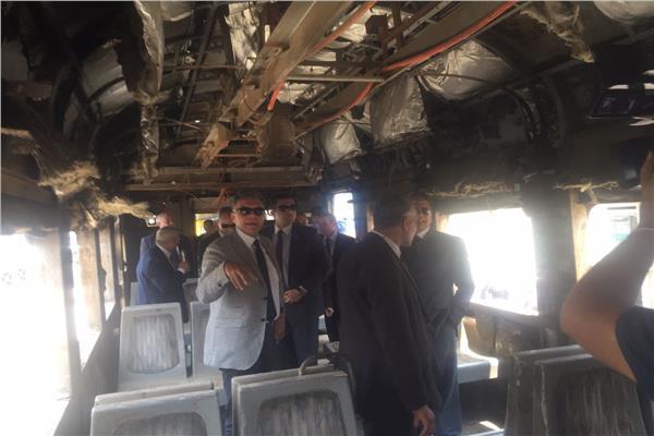 وزير النقل خلال تفقده مصنع «سيماف»