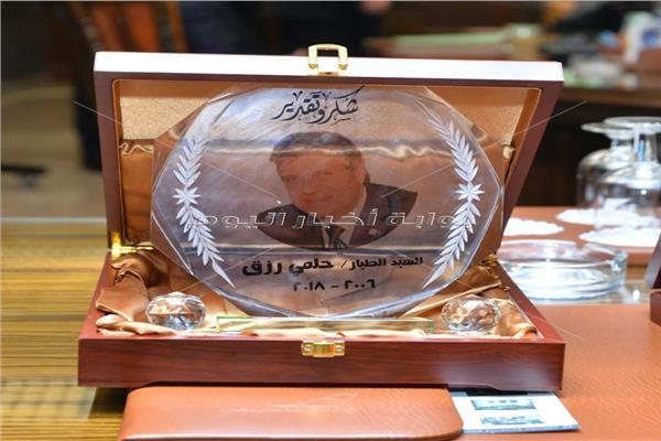 صور| مصر للطيران تقيم حفلا لتكريم المرحوم الطيار حلمي رزق