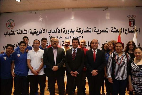 وزير الشباب والرياضة يلتقي البعثة المصرية المشاركة بدورة الألعاب الافريقية بالجزائر