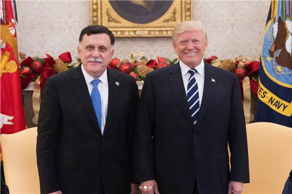 الرئيس الأمريكي بصحبة رئيس المجلس الرئاسي الليبي