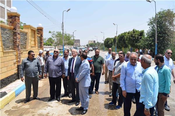 محافظ المنيا يفتتح كوبريان وحديقة عامة بمركزابوقرقاص
