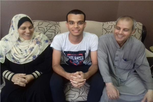 الطالب محمود السديمى وفرحة التفوق