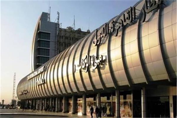 صالة الطعام المخصصة لمسافري طيران الإمارات الدرجة الأولى ورجال الأعمال