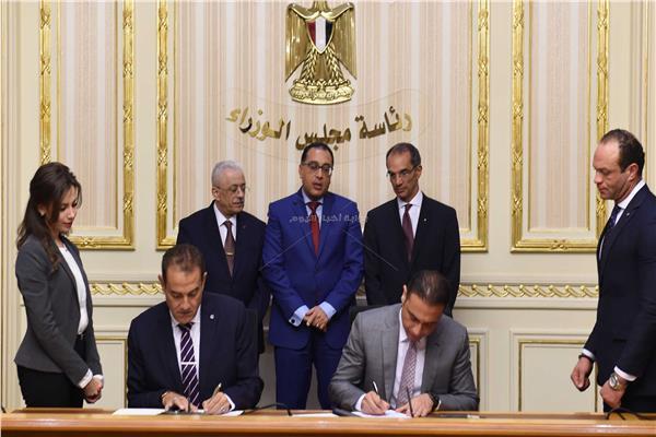 جانب من توقيع الاتفاقية - تصوير أشرف شحاتة