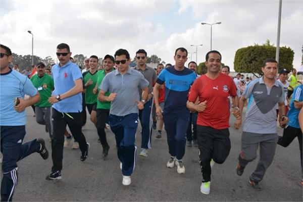 أشرف صبحي يتقدم ماراثون «يلا نجري» بالعاشر من رمضان