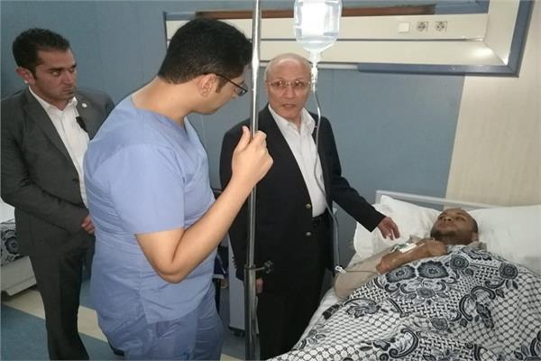 وزير الإنتاج الحربي يزور مصابي حادث انفجار مخزن البتروكيماويات