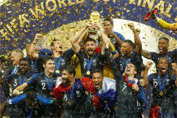 منتخب فرنسا لحظة استلام كأس العالم