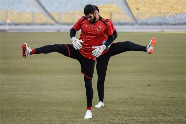 شريف إكرامي حارس مرمى الفريق الأول لكرة القدم بالنادي الأهلي