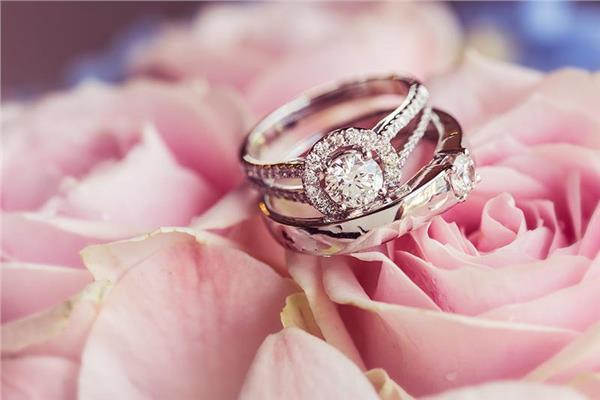 صور| تصميمات راقية لـ«خاتم العروس».. اختاري ما يناسبك