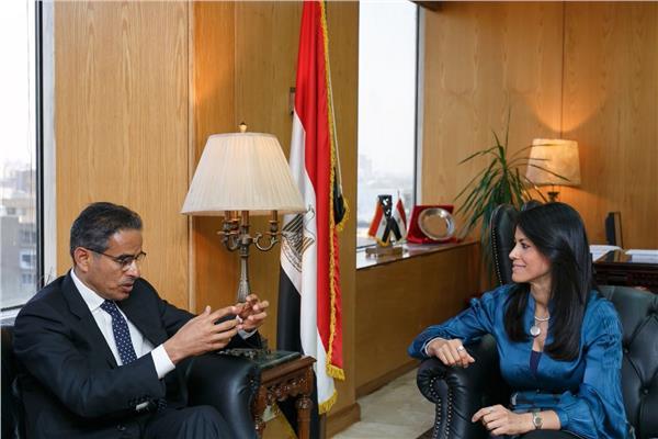 وزيرة السياحة مع رئيس شركة إعمار العقارية