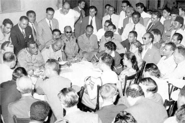 أول مؤتمر صحفى عالمى لقادة الثورة فى صالة تحرير «الأخبار»