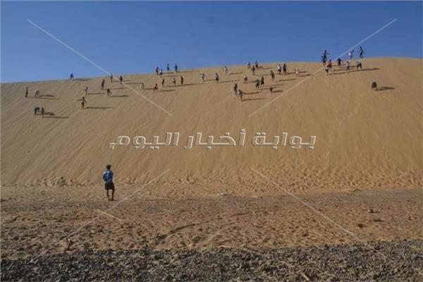 رمال الصحراء المتحركة.. تدريبات قاسية تصنع أبطال الوادي