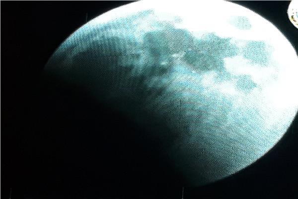 بدء الخسوف الجزئي للقمر