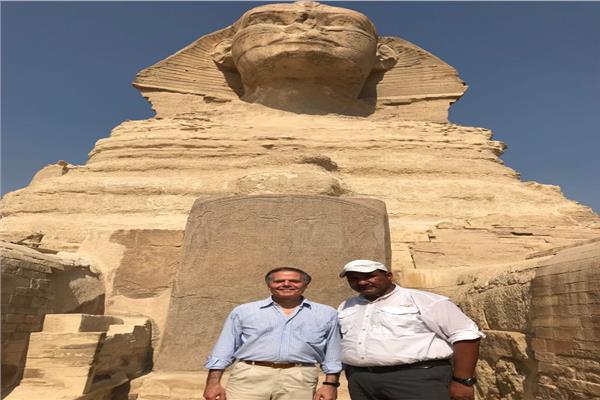 وزير خارجية إيطاليا «اينزو مورافو» في منطقة آثار الهرم