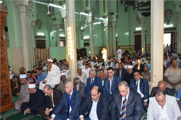 محافظ أسوان يشهد مراسم إنهاء خصومة ثأرية بين عائلتين