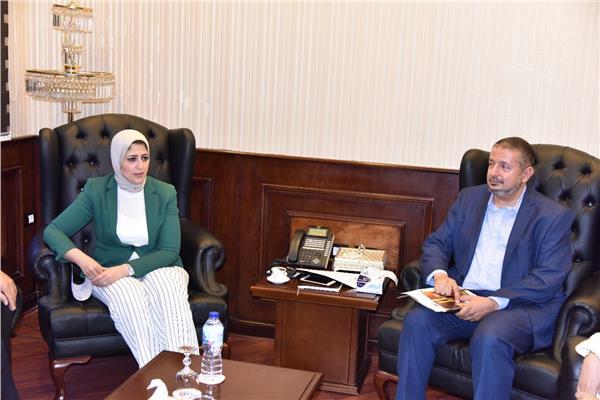 وزير الصحة خلال لقائها مع وفد جامعة زويل
