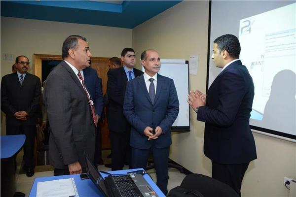 وزير الطيران يقوم بجوله تفقديه بمطــار 6 اكتوبر  و الأكاديمية المصرية لعلوم الطيران