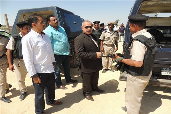 بالصور ..مدير أمن المنيا يتفقد الخمات المعينة على دير الانبا صموئيل بالمنيا