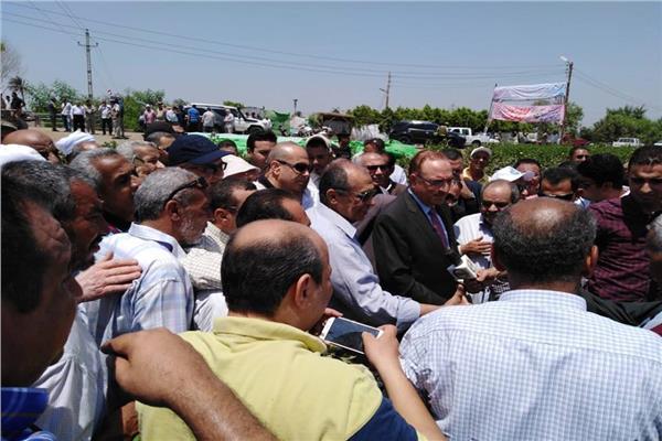 صور..«أبو ستيت» يشكر البحوث الزراعية على الحفاظ على أصناف الأقطان المصرية