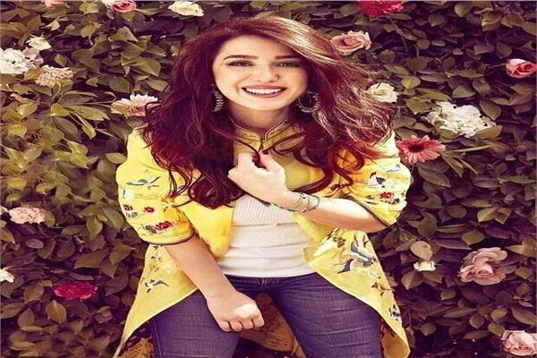 كندة علوش تظهر رقة ملامحها  في أحدث جلسة تصوير