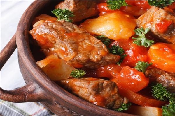 طاجن اللحم الضاني أو البيتلو بالصلصة