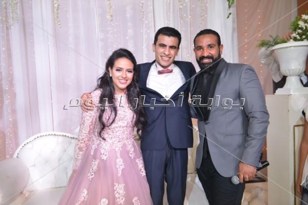 أحمد سعد مع العروسين