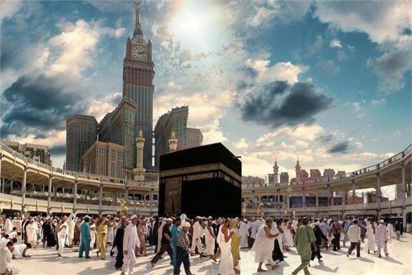فتاوى الحج| هل طواف الكعبة عبادة وثنية؟.. مستشار المفتي و«جمعة» يجيبان