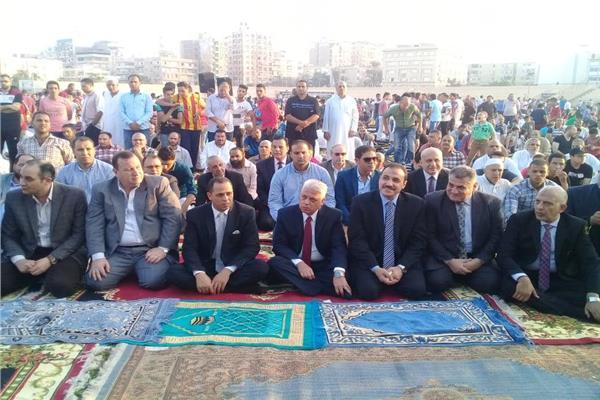 مدير أمن البحيرة يؤدى صلاة العيد بأستاد دمنهور