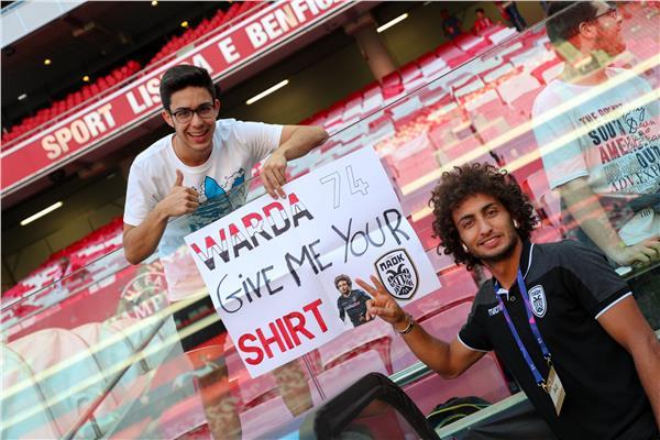 عمرو وردة مع المشجع الذي طلب قميصه