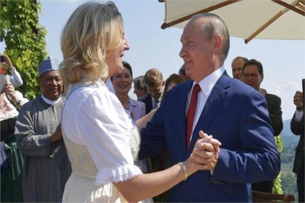 فلاديمير بوتين ووزيرة خارجية النمسا