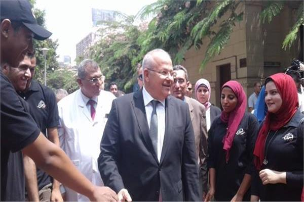 جولة رئيس جامعة القاهرة بمستشفى الطلبة بالجيزة