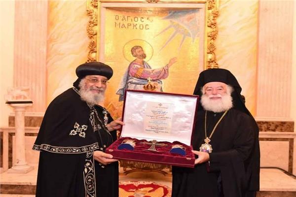بطريرك الروم الأرثوذكس يستقبل البابا تواضروس بالإسكندرية
