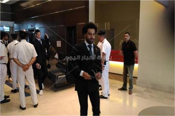 عاجل محمد صلاح يصل مطار القاهرة قادما من لندن