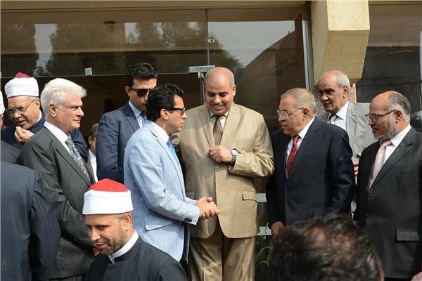 وزير الشباب يكرم رئيس جامعة الأزهر