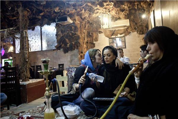 إيران «الإسلامية».. كثير من الدعارة والمخدرات وقليل من الدين