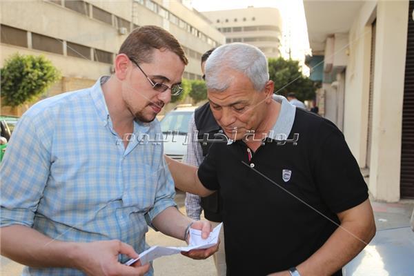 المنوفية يستمع لشكاوى المواطنين بشوارع مدينة شبين الكوم ويؤكد أنة جاء لتطبيق