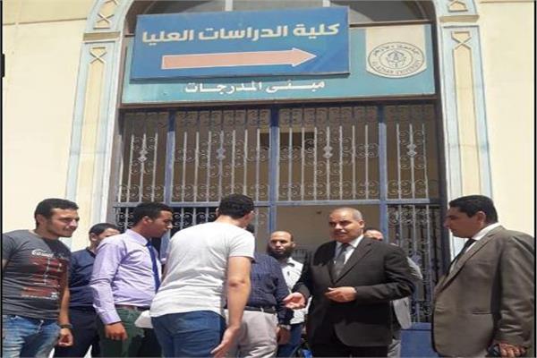 رئيس جامعة الأزهر يتفقد لجان امتحانات الدراسات العليا