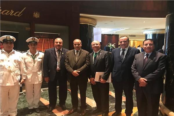 مؤتمر قطاع الخدمات الطبية بوزارة الداخلية يكرم رئيس جامعة الأزهر