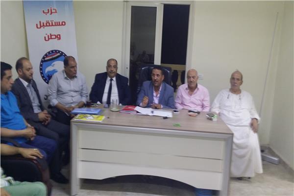 المهندس عبد القادر الجارحى خلال الاجتماع