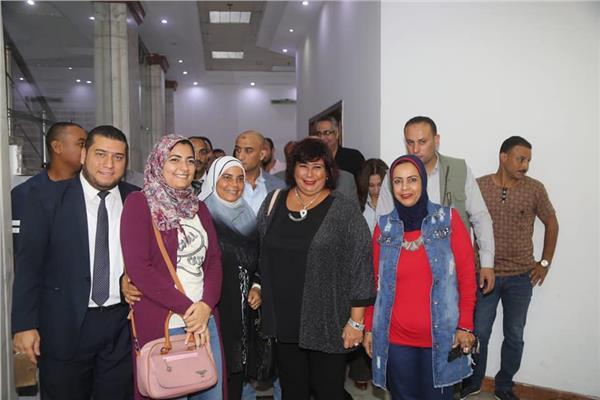 وزيرة الثقافة تشهد «أبو كبسولة» أثناء زيارتها للإسكندرية