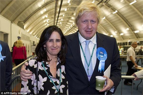 وزير الخارجية البريطاني السابق بوريس جونسون و زوجته