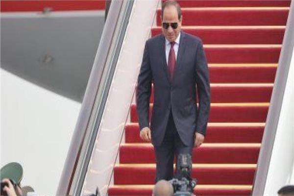 الرئيس السيسي لحظة عودته إلى أرض الوطن بعد جولة أسيوية ناجحة